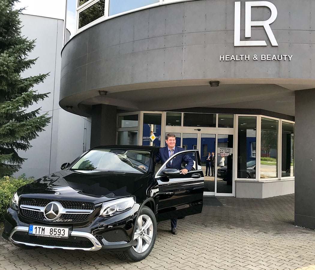 LR Mercedes
